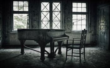 Старенький рояль