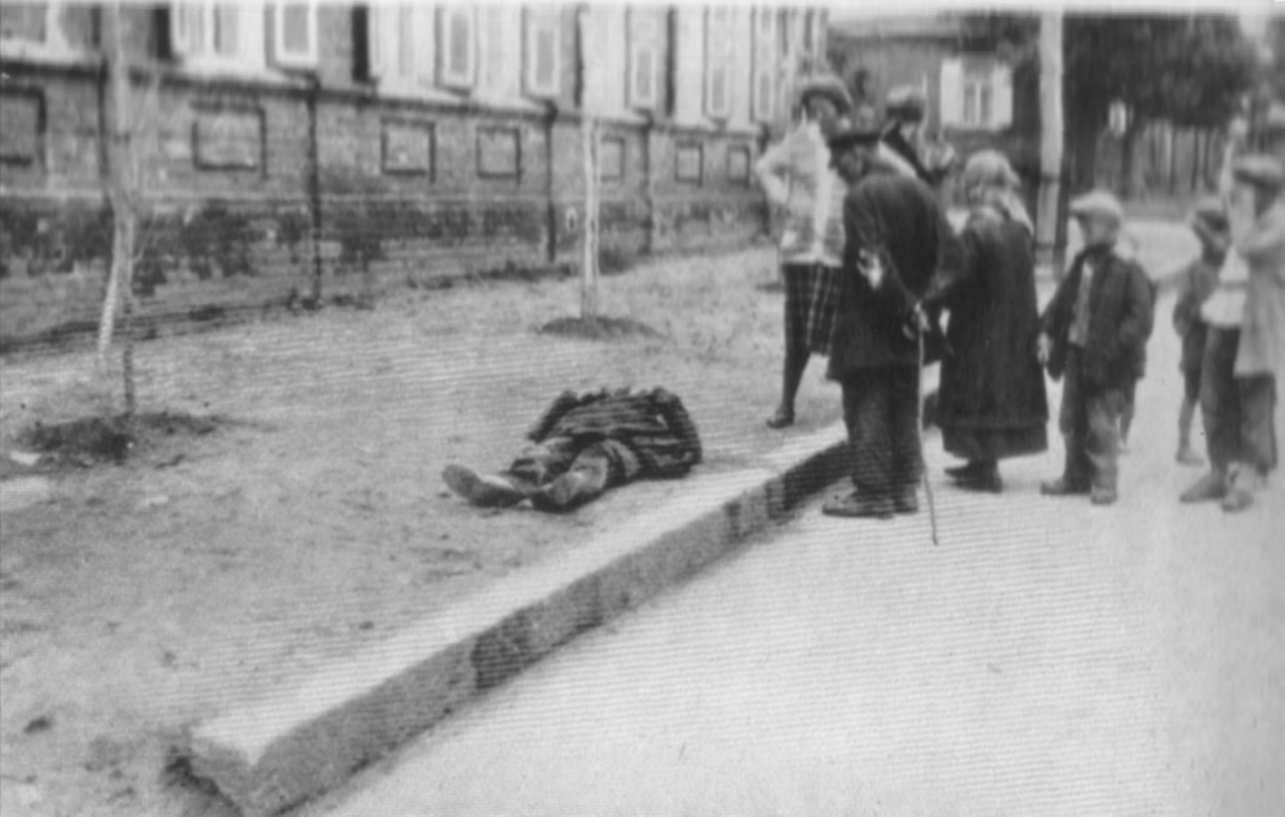 Трупи на вулицях Харкова спочатку викликали співчуття голодних