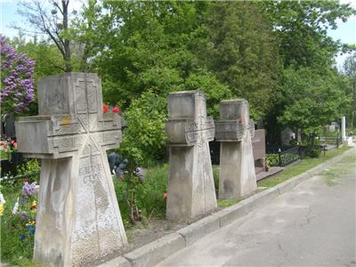 Могили Василя Стуса, Олекси Тихого  та Юрія Литвина на Байковому кладовищі