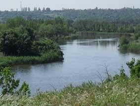 Тече річка, круто в`ється