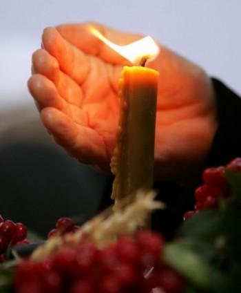 Де у скорботі мліють свічечки
