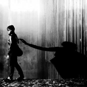 …Тінню безликою…