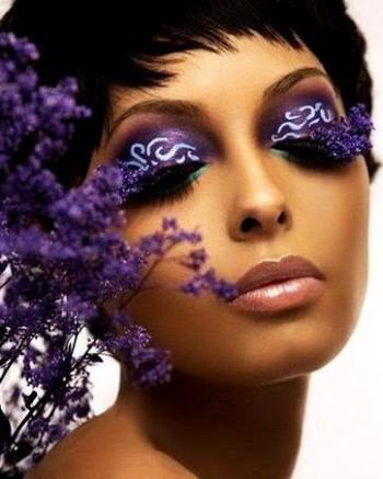 Квітує на шифоні фіолетом