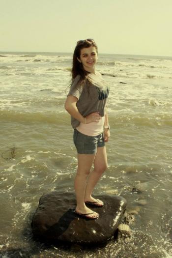 Дівчина і океан