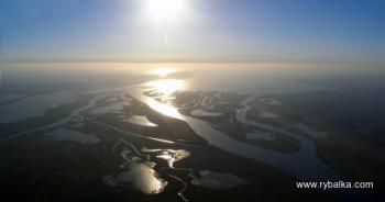 Ніч у дельті ріки