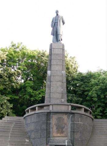 Про заміну пам'ятника на могилі Т. Г. Шевченка