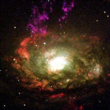 Із чорних дір, які летять в безодню