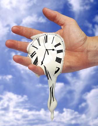 Замер на мгновенье бой часов...