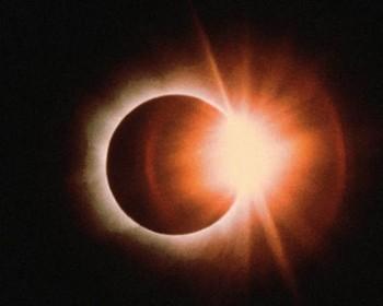 Повне затемнення